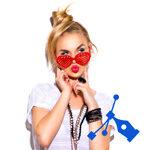 Blonde vrouw met rode bril / Pentool